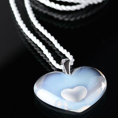 Lalique Amoureuse A La Folie Pendant Tendreheart, Opal