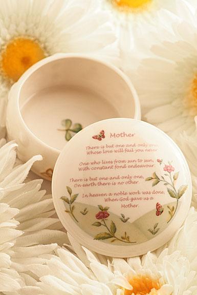 Belleek Mother's Gift Box